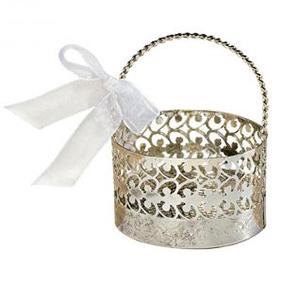 Silbernes Geschenk-Körbchen mit weißer Schleife